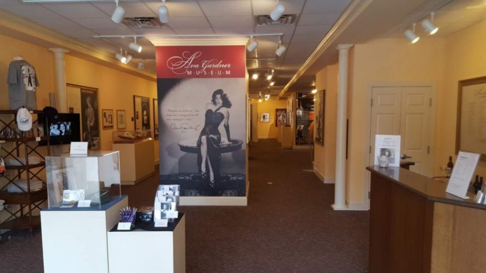 Nearly every travel blog that mentions the Ava Gardner Museum includes a picture of the entrance area featuring this large mural. This picture comes from the write-up on The Off Beat Path.